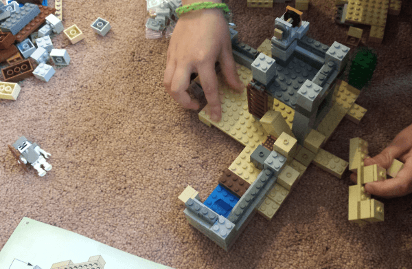 LEGO Minecraft The Desert Outpost 21121 Review